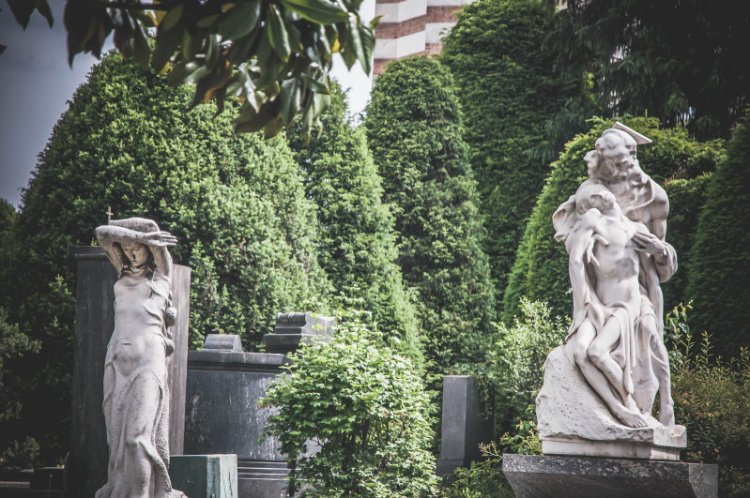 Cimitero Monomentale_Statuen.jpg
